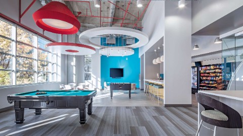 Atlanta office space featuring ameneties including a loung room